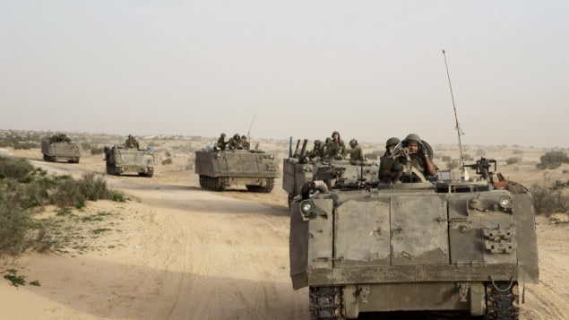 Israel Army on the move to the border