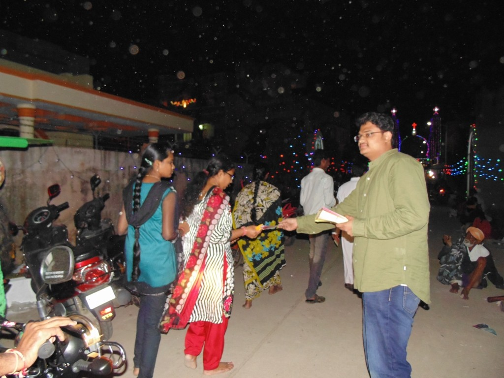 Hindus receiving brochure