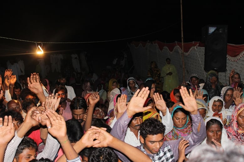 Many Pakistanis confessing Christ and having hearts healed!