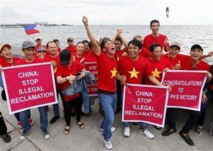 Vietnamese expatriates in Manila cheer the Tribunal decision