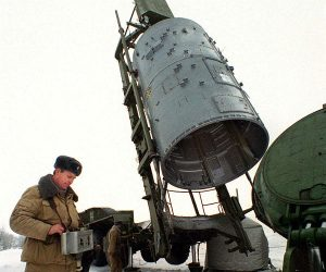SS-19 strategic missile warhead is loaded into a silo at a site near Saratov, 900 km (563 miles) south of Russia