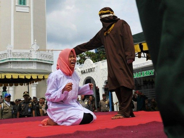 sharia-womwn-beating